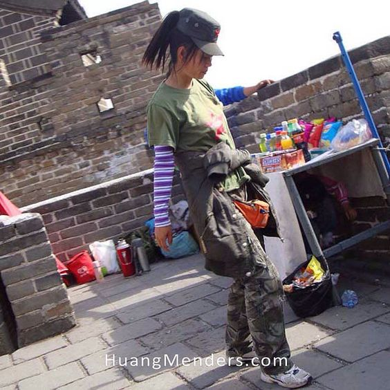 Big People - Street vendor ON the Great Wall of China. #Capitalism #CashAndCarry #GreatWallOfChina #Mulan #ChinaRising #PrincetonPhotographer #HuangMenders To see insider views and behind-the-scenes follow us on Instagram: http://bit.ly/HMPhoto1 Facebook: http://bit.ly/HMPFB Wordpress: http://bit.ly/HMWPress