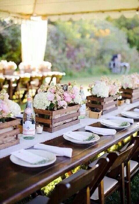 Uso lindo de caixotes na decoraçao da mesa