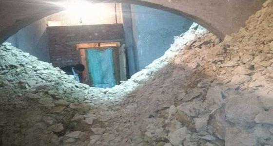 اختفاء شخصين سقطا داخل حفرة يثير الاستغراب والذعر Decor Outdoor Home Decor