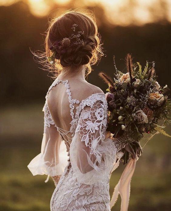 LOve this chic romantic wedding dresses