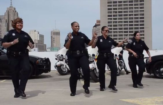 """A video of Detroit Police Department doing the """"Running Man"""" challenge and…"""