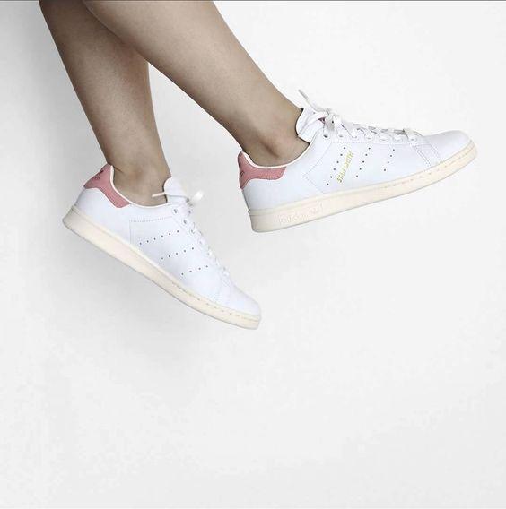 Girls, der neue adidas Stan Smith in der Sommerversion ist raus! Jetzt bei unseren Partnern deine Größe shoppen! Hier bei asphaltgold shoppen: http://sturbock.me/wfW