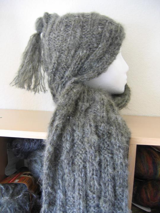 Free Pattern Hooded Scarf http://www.piece-by-piece.net ...