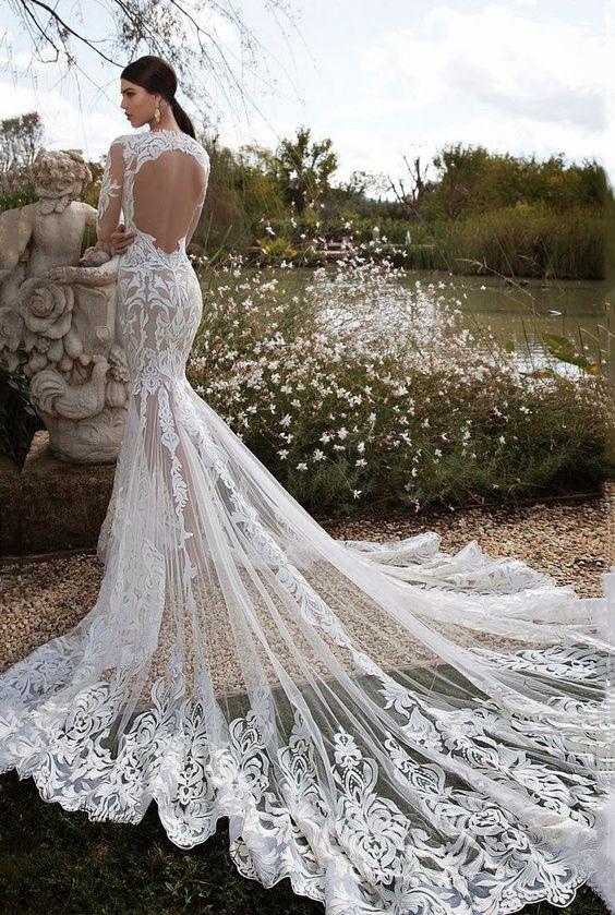DIVINO!-Vestido de noiva com transparência e cauda longa: