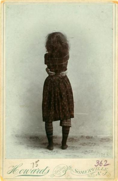 ✖ Ruth St Denis, age 16(circa 1895).