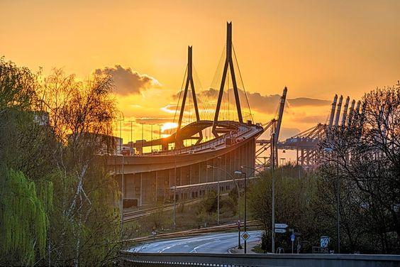Die Hamburger Köhlbrandbrücke - zu jeder Tageszeit ein schönes Bauwerk
