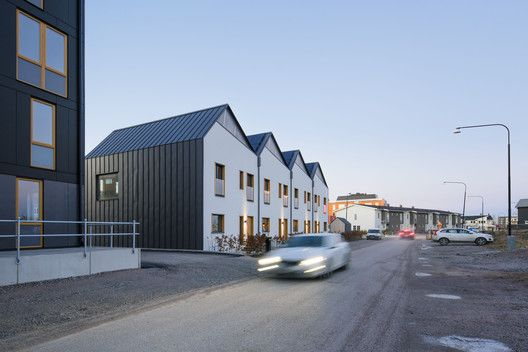 Gallery Of 3 In 1 Housing Street Monkey Architects 22 Street Architecture Roof Edge