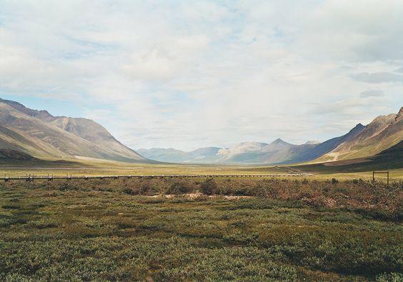 Untitled, Alaskan Pipeline at Atigun Pass; Brooks Range, Alaska, 2003 (Courtesy Victoria Sambunaris and Yancey Richardson Gallery)
