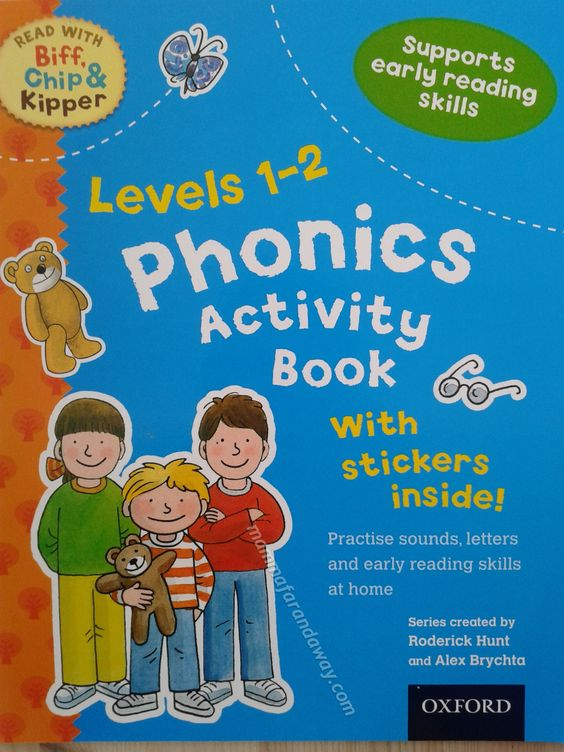 Uno dei tanti Activity Book della famosa serie Biff, Chip and Kipper della Oxford. Una serie divisa per livelli, questo e' il primo livello, per fare attivita' step-by-step sulla fonetica inglese.Giochi divertenti, adesivi, pagine da colorare, puzzle. Tutto per imparare divertendosi.