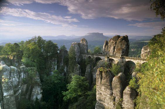 20 pontes surreais que parecem te levar para outro mundo
