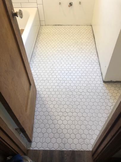 Jeffrey Court Whisper Valley White Honeycomb 11 In X 12 687 In X 6 Mm Matte Porcelain Mosaic Floor And Wall Tile 98439 Hexagon Tile Bathroom Bathroom Interior Bathroom Design