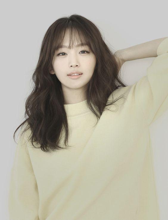Jin Ki-Joo - I was watching Scarlet Heart Ryeo and kept thinking I saw her elsewhere. It was in Splash Splash Love!!! <3