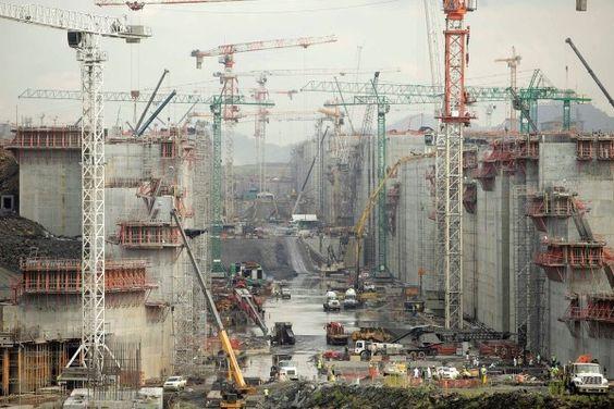 (146) TEC 02 - Proyecto de expansión del Canal de Panamá, Este canal fue construido para permitir el paso de 80 millones de toneladas de embarques por año. En la actualidad, maneja tres veces esa cantidad y el nuevo proyecto de expansión del Canal de Panamá (en la foto en construcción en 2014) espera poder manejar el doble de la capacidad para 2015.