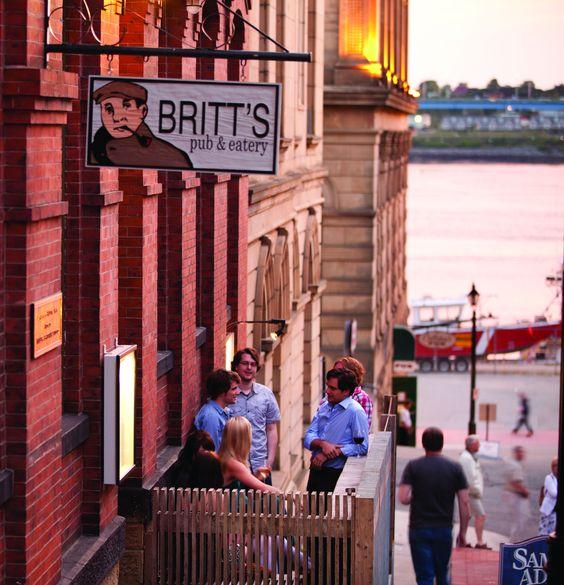 Après une journée d'exploration, jetez l'ancre dans la ville portuaire de Saint John, avec ses restaurants, son architecture historique et ses places animées donnant sur la baie de Fundy. http://www.tourismenouveaubrunswick.ca/Produits/C/Ville-de-Saint-John.aspx?utm_source=pinterest&utm_medium=owned&utm_campaign=tnb%20social