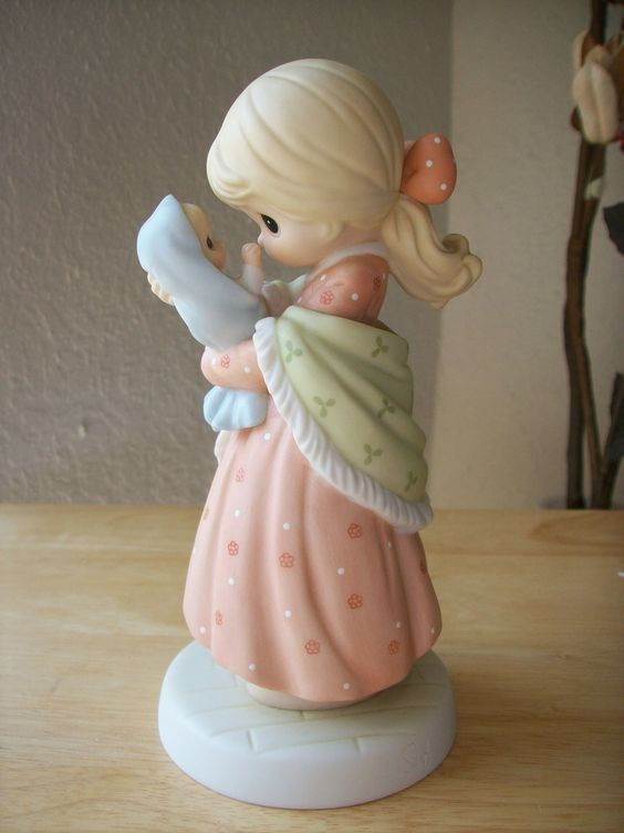 "1999 Precious Moments 1st Edition Motherhood Series ""A Love Like No Other"" Figurine"