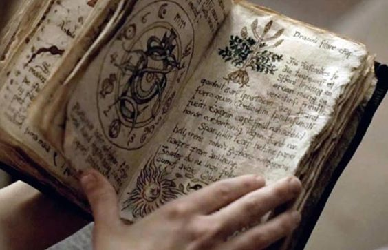 Resultado de imagen de old spell books