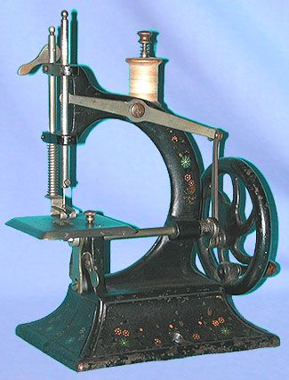 "❤✄◡ً✄❤ This robust but mechanically primitive model was marketed in the UK bearing the ""Popular"" marque. The machine in many ways resembles the more substantial offerings from German firm Muller, around the late 19th - early 20th century. - http://www.dincum.com/library/libraryimages/lib_popular.jpg"
