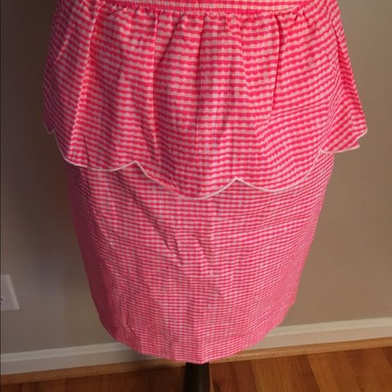 Lilly Pulitzer Skirt This is a nice skirt with a ruffle on the top. Worn only once. It's also lined ! Lilly Pulitzer Skirts A-Line or Full
