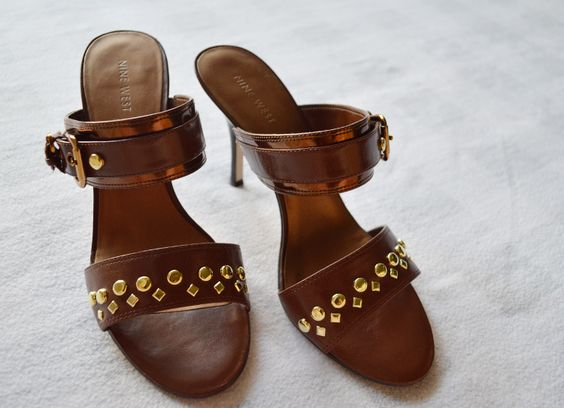 DIY Studded Sandals :: Manualidad Sandalias Tachuelas . #DIY #Manualidades