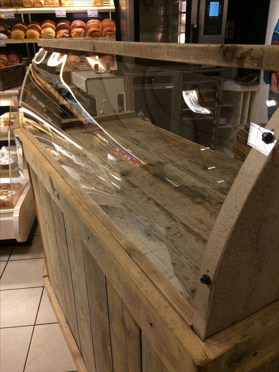 vitrinekast in bakkerswinkel