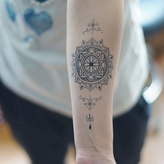 Pas cher Tatouage temporaire fleur vatican totem autocollants de tatouage fleur sexy faux tatouage imperméable bras