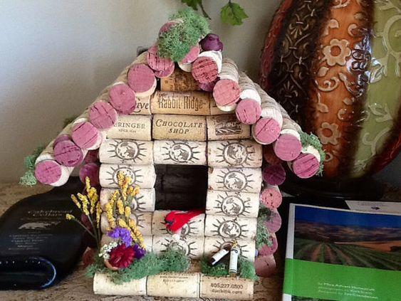 cabane d 39 oiseaux bouchons en li ge birdhouse home. Black Bedroom Furniture Sets. Home Design Ideas