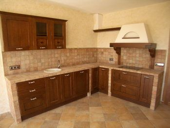 Cocina blanca con encimera color madera colors and search - Cocinas rusticas blancas ...