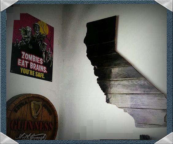 Pallet wood California map wall decor.