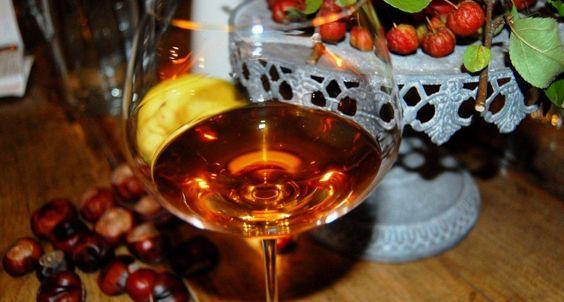 Den Namen haben diese Weine vom orangen bis bernsteinfarbigem Ton
