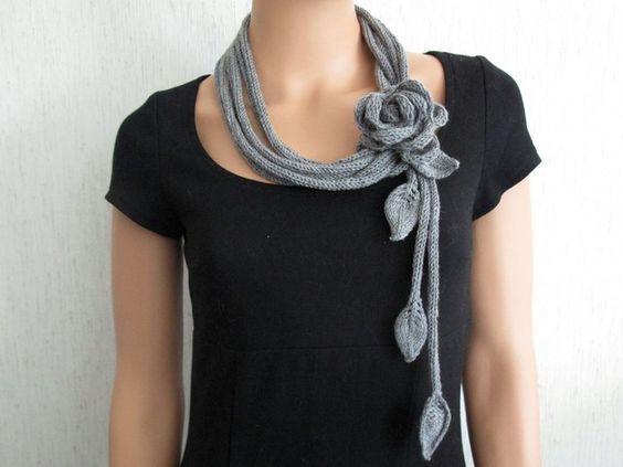 Ketten lang - Strickschal Strickkette mit Blume Merino Wolle - ein Designerstück von estema bei DaWanda