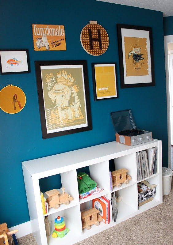 I absolutely love this baby room! Emily from emilyframe.blogspot.com did a great job decorating it!