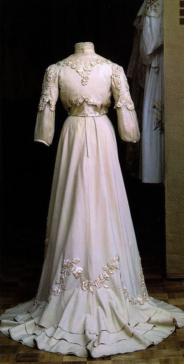 ~Day dress, 1902-05    Scanned from Russian Elegance~