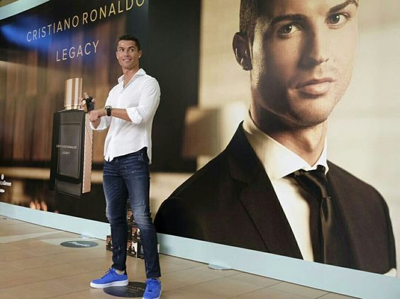"""CRISTIANO RONALDO PARFUME ""  Photos from Instagram: @Cristiano"