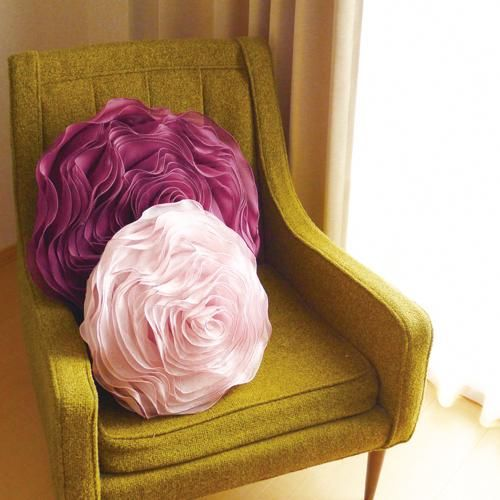Pillows and roses on pinterest for Como hacer espejos decorativos