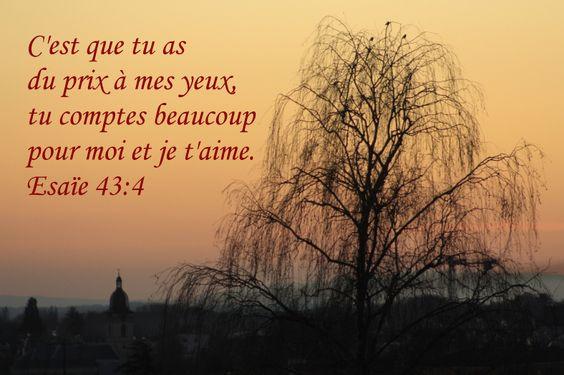 La Bible - Versets illustrés - Esaïe 43:4 - Pour les mamans     C'est que tu as du prix à mes yeux, tu comptes beaucoup pour moi et je t'aime.