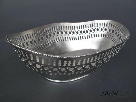Hochwertige Schale, komplett aus vernickeltem Aluminium gefertigt.Diese tolle Schale besitzt aufwändige Detaillösungen.