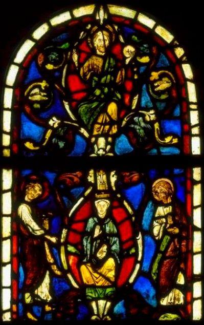 Vitraux romans : Le Christ et la Vierge de L' Arbre de Jessé qui se trouvent dans le coeur de arennes-Jarcy (Essonne) sont intéressants. Ce thème est traité à deux autres reprises dans la région à la cathédrale de Soissons (vers 1210) et à Corbeil (vers 1225). Pour le cas qui nous occupe, les deux vitraux centraux datent a priori de 1230.Ils proviendraient de l'abbaye Gercy, dans l'Aine.