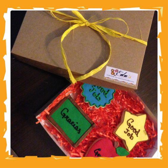 Cajas de galletas para los profes!!