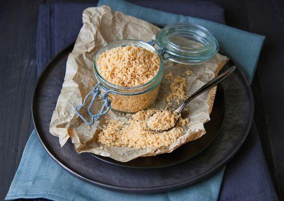 Vegemag vous propose de découvrir la recette du parmesan végétal, idéale pour aborder le livre « Fromages Vegan ».