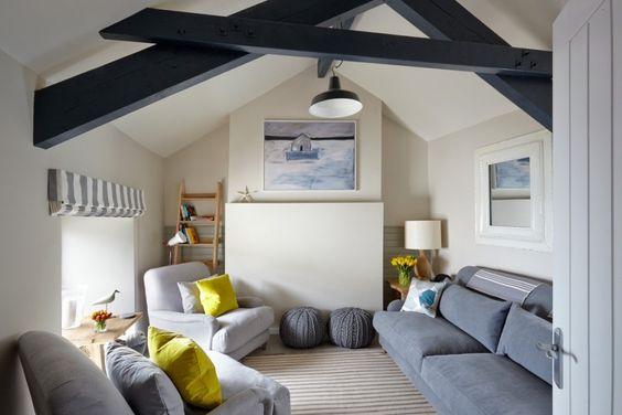 Skandinavisch wohnen - Wohnzimmer mit gelben Wohnaccessoires