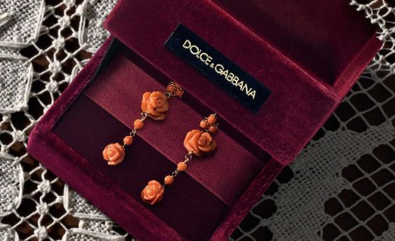 5 Jewelry Trends to Wear With Your Wedding Dress