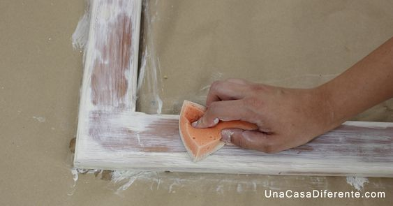 Pintar madera con efecto blanco envejecido