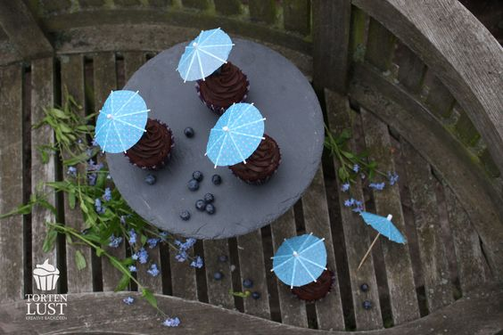 Schokoladen Himbeer Cupcakes, chocolate raspberry cupcakes   http://tortenlust.blogspot.de/2014/04/rezept-schokoladen-cupcakes.html