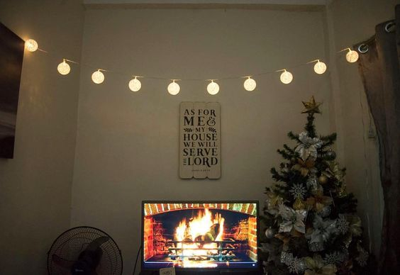 I'm so in love with these lights! Almost Christmas  #HolidayDecor #CHRISTmas #WallArt #WallDecor #fireplace #virtualfireplace #Mrsbhomeimprovement #tinyhouse #smallspaceliving #interiordesign #interiordesignenthusiast #christmaslights