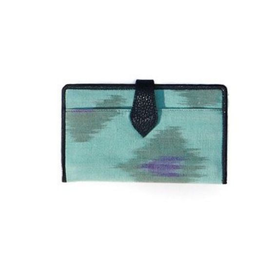 Love this fair-trade wallet? Click the link below and pre-order yours today! http://bit.ly/GlobeInPins
