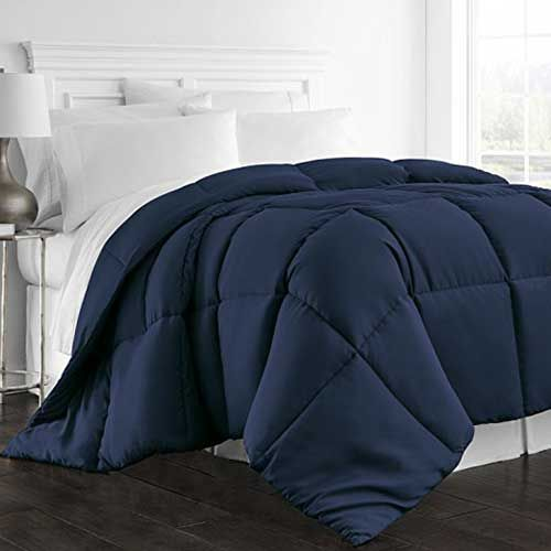 3 Best Comforters For Hot Sleepers Beckham Hotel Collection 1300 Series All Season Luxury Goose Down Alternat Cool Comforters Comforters Cozy Luxury Linen