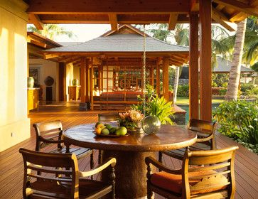Outdoor Dining tropical deck