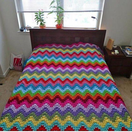 #croche #crochetando #crocheting #crochet #ideias #ideiascriativas #ilovecrochet #amocroche #artesanato #art #arte #deus #deusnocomando #feitoamao #handmade #instacrochet #inspiração #decoração #decor  #barbante #sabado #saturday #colcha #colors #cores