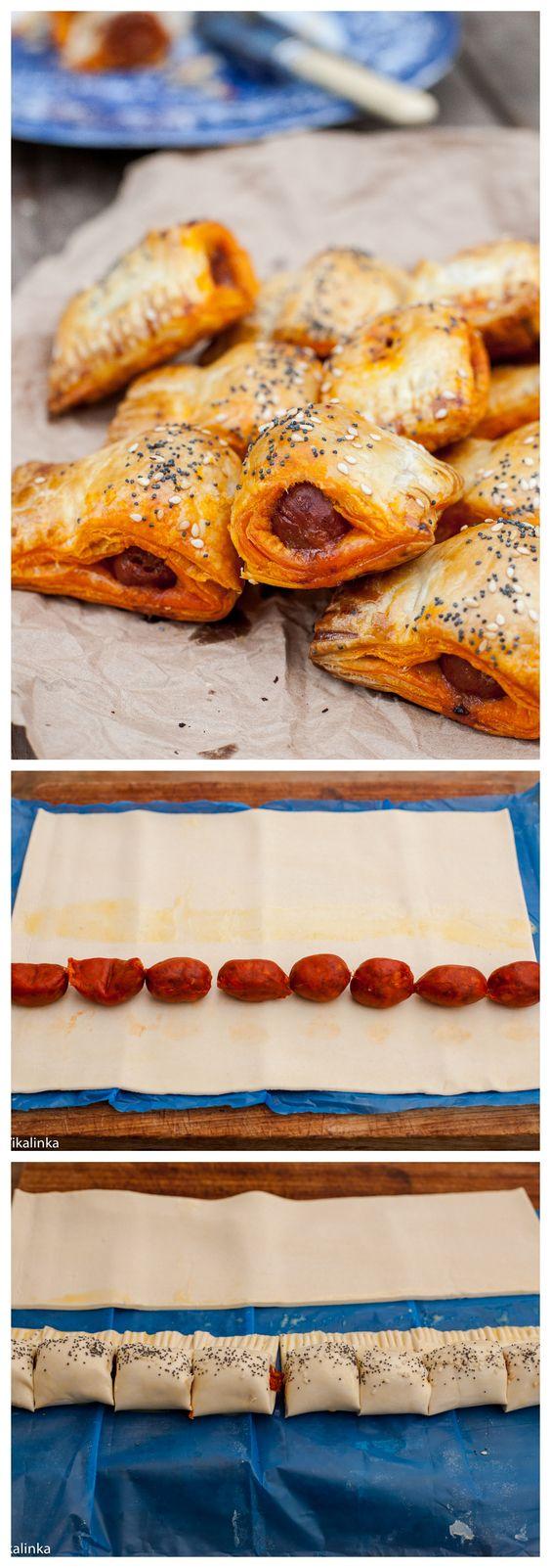 Chistorra o salchicha Hojaldre ....colocar la chistorra a lo largo y envolver...unir (sellando con un poco de huevo batido) y cortar. Pintar con huevo batido o mantequilla.......Horno .