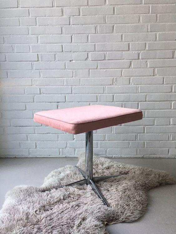 Vintage Hocker, Hocker Mid Century, Drehstuhl retro, kleiner Stuhl, Hocker rosa Moiré, Klavierhocker vintage, Frisierstuhl drehbar von moovi auf Etsy